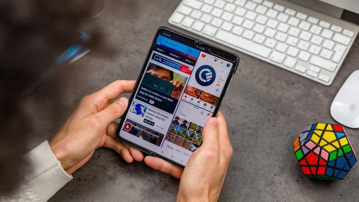 Samsung tích hợp chế độ đa nhiệm với khả năng hiển thị tối đa 3 ứng dụng trên một màn hình.(Ảnh:© AndroidPIT)