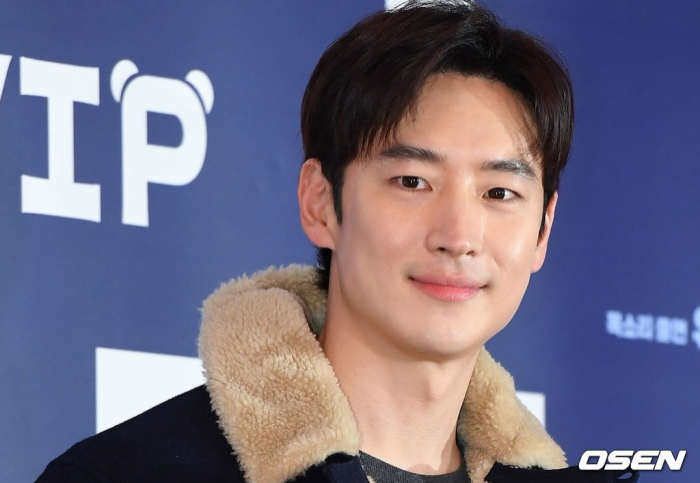 Lee Jae Hoon.