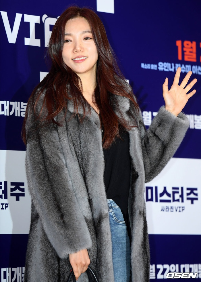Lee Chae Young.