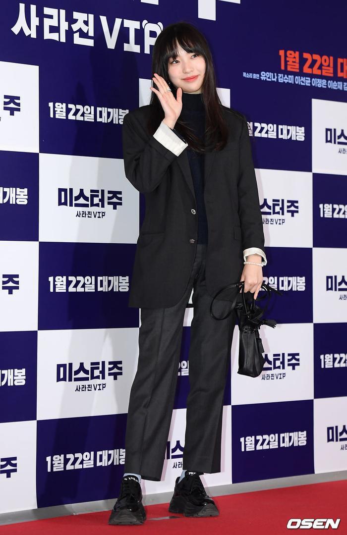 Lee Jin Yi.