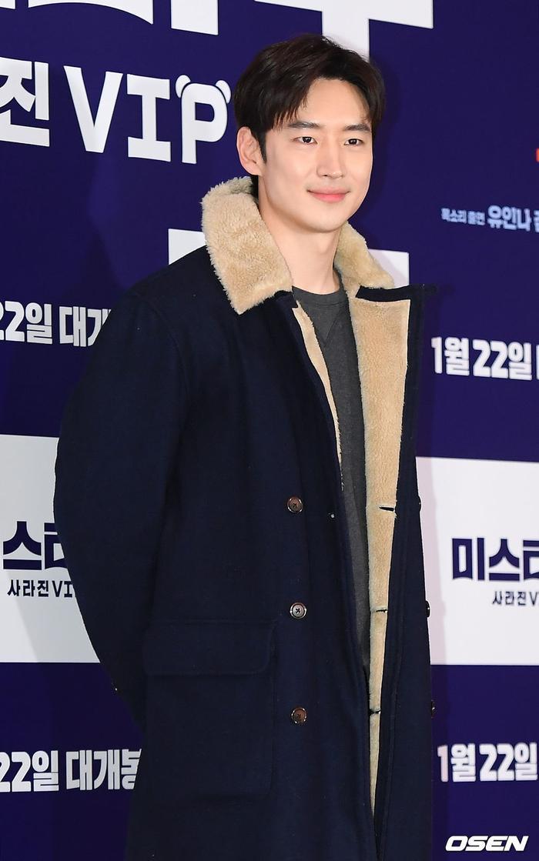 Lee Je Hoon, Choi Siwon  Son Naeun cùng loạt sao Hàn dự buổi công chiếu VIP phim của Kim Seo Hyung ảnh 3