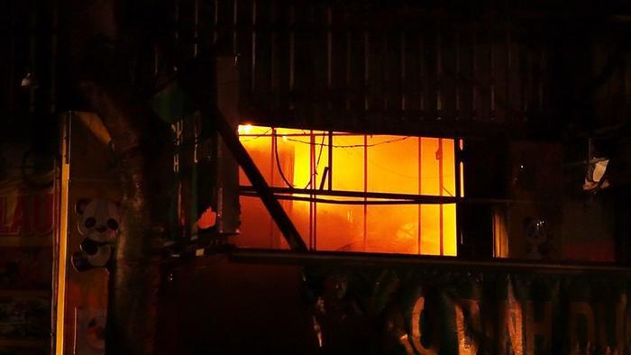 9 kiốt và 1 căn nhà ở quận Bình Tân bốc cháy dữ dội. Ảnh: Pháp Luật TP. HCM