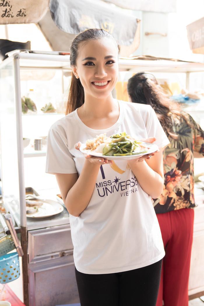 Á hậu Kim Duyên giúp bố mẹ bán cơm, fan trầm trồ ngắm cậu em trai chuẩn mỹ nam châu Á ảnh 3