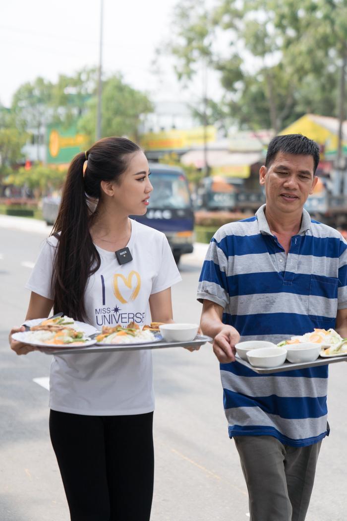 Á hậu Kim Duyên giúp bố mẹ bán cơm, fan trầm trồ ngắm cậu em trai chuẩn mỹ nam châu Á ảnh 4