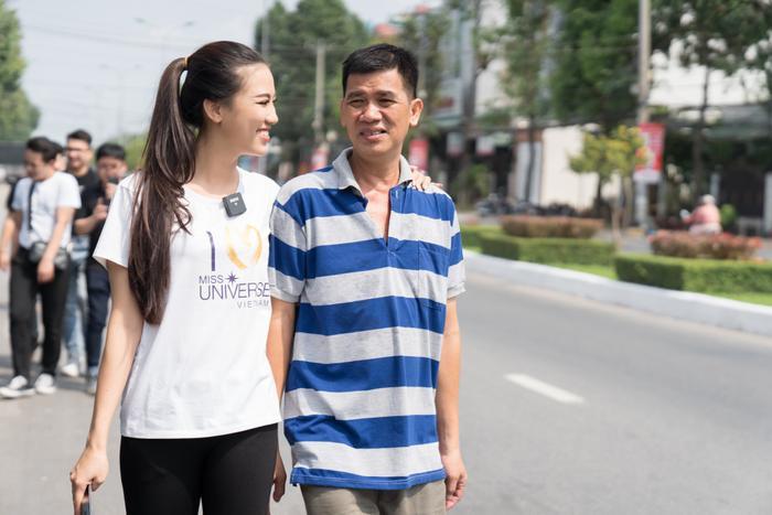 Á hậu Kim Duyên giúp bố mẹ bán cơm, fan trầm trồ ngắm cậu em trai chuẩn mỹ nam châu Á ảnh 6