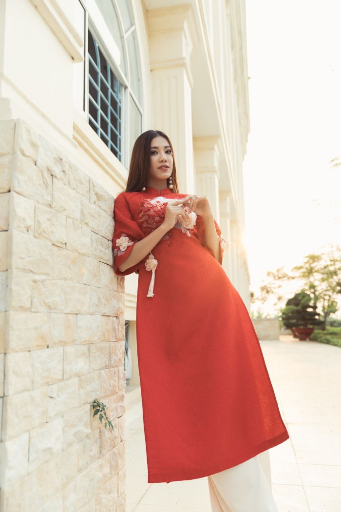 Á hậu Kim Duyên giúp bố mẹ bán cơm, fan trầm trồ ngắm cậu em trai chuẩn mỹ nam châu Á ảnh 11