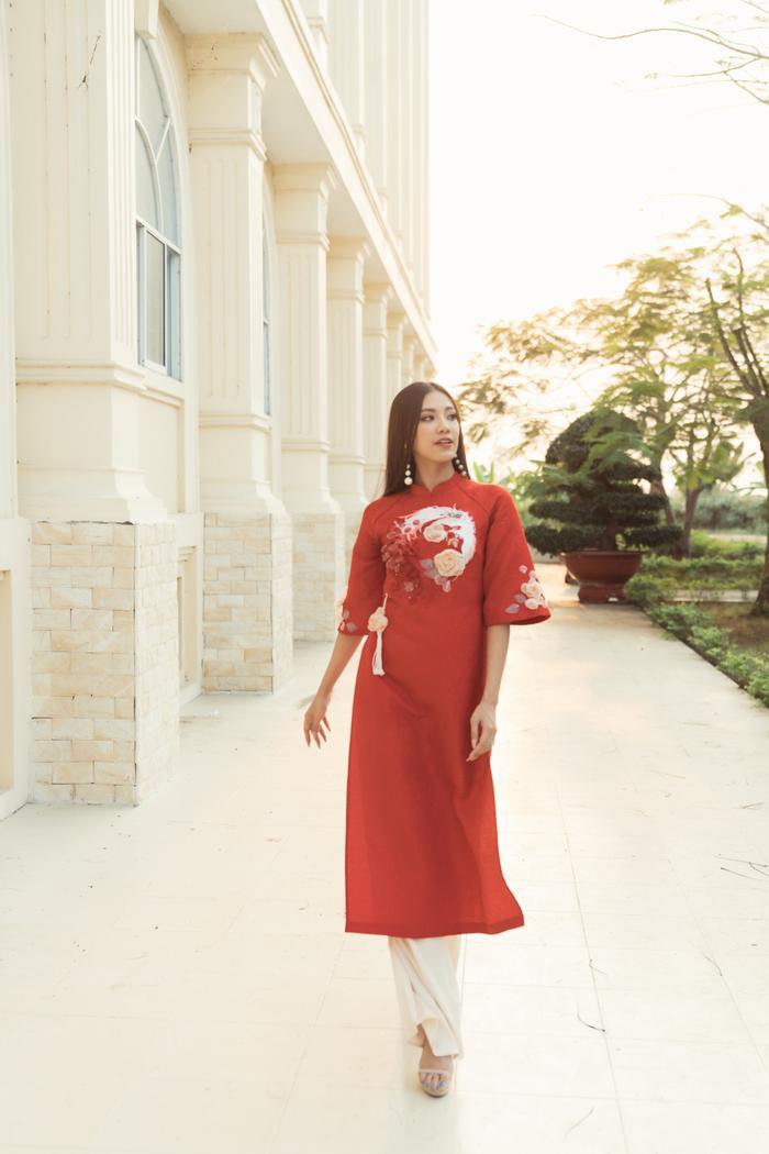 Á hậu Kim Duyên giúp bố mẹ bán cơm, fan trầm trồ ngắm cậu em trai chuẩn mỹ nam châu Á ảnh 12