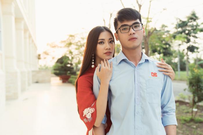 Á hậu Kim Duyên giúp bố mẹ bán cơm, fan trầm trồ ngắm cậu em trai chuẩn mỹ nam châu Á ảnh 9
