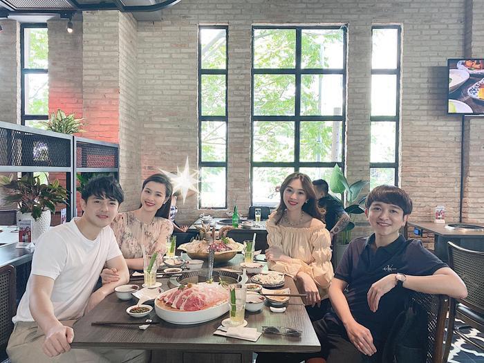 Vừa mới tái xuất mạng xã hội, Hoa hậu Đặng Thu Thảo liền khoe ảnh 'đọ sắc' bên cạnh đàn chị Đông Nhi