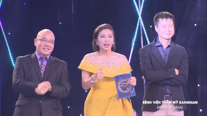 Đạo diễn Lê Hoàng tấm tắc ngợi khen, MC Hoàng Linh phải khẳng định nếu chấm điểm cho ngoại hình của Minh Hoàng bạn được điểm 10.