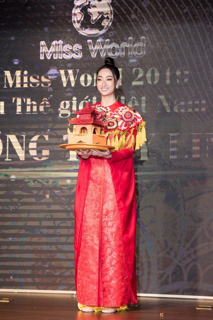 Hoa hậu Lương Thùy Linh.