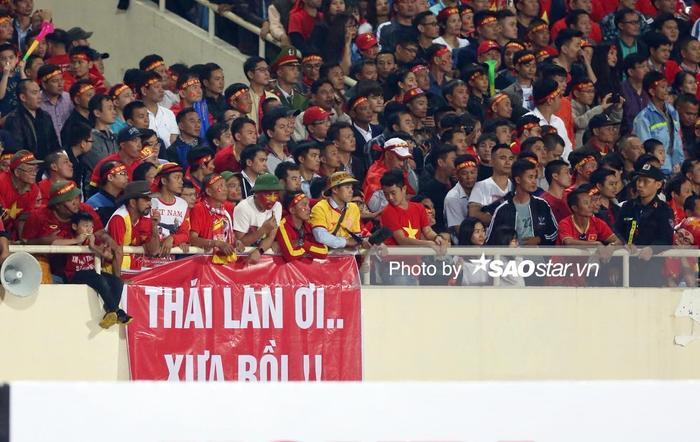 CĐV Việt Nam cũng không ít lần chế giễu Thái Lan.