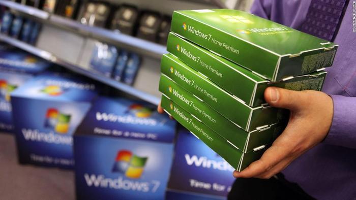 """Từ ngày 14/1, Windows 7 không còn nhận được các bản vá bảo mật và các bản cập nhật hệ điều hành. Điều này được hiểu rằng Microsoft đã """"khai tử"""" nó. (Ảnh: CNN)"""
