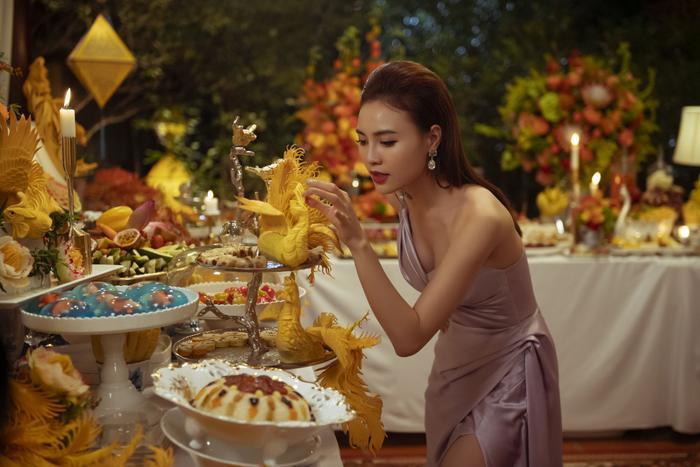 Gái già lắm chiêu 3 chi 5 tỷ đồng  10 tấn hoa quay các cảnh tiệc tùng siêu giàu, Lê Khanh  Lan Ngọc vừa diễn vừa run vì sợ làm vỡ ly chén pha lê, mạ vàng ảnh 16