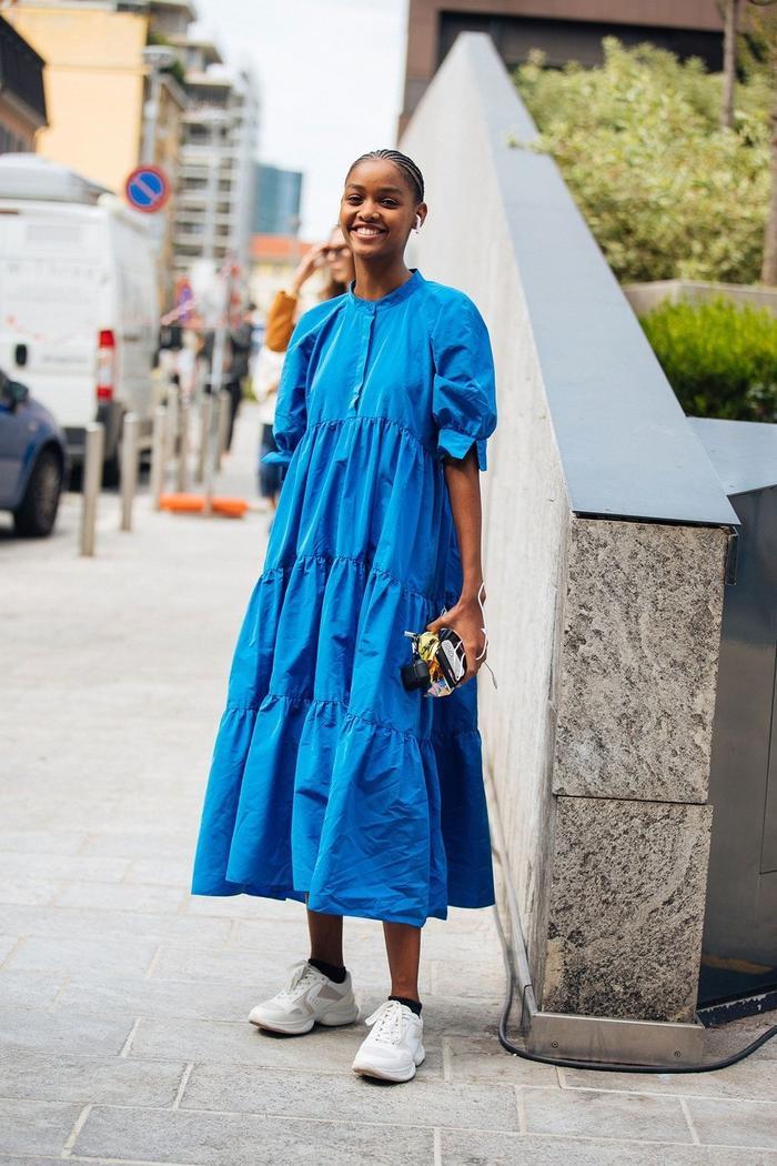 Váy tùng xoè đơn sắc cũng làn một lựa chọn không tồi.