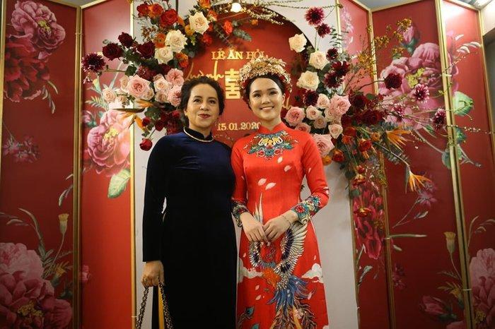 Cô dâu Quỳnh Anh rạng rỡ trong ngày trọng đại.