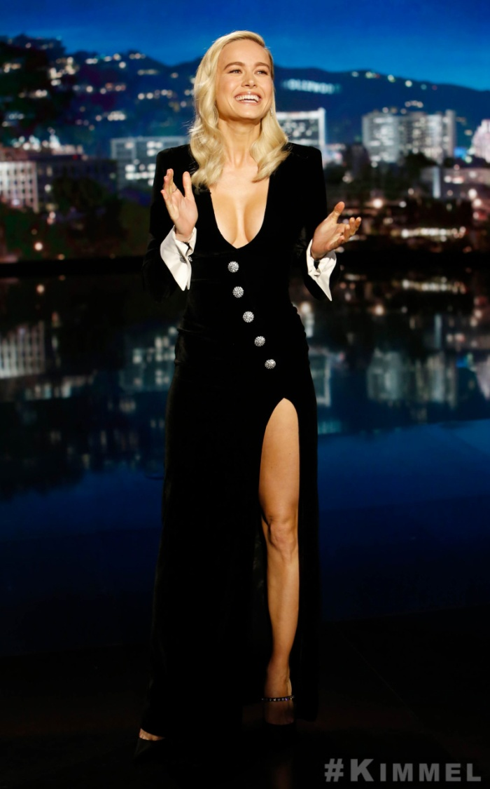 Bộ váy của cô đã trở thành đề tài để mọi người chỉ trích sau chương trìnhJimmy Kimmel Live