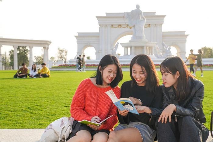 Với sự đầu tư nghiêm túc cùng với cơ sở vật chất, kỹ thuật hiện đại, trường Đại học VinUni hứa hẹn sẽ trở thành một trong những ngôi trường đại học hàng đầu tại Việt Nam cũng như khu vực trong khoảng thời gian không xa