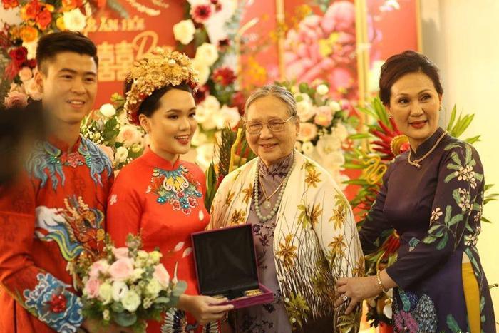 Vẻ ngoài nổi bật của cô dâu Quỳnh Anh…