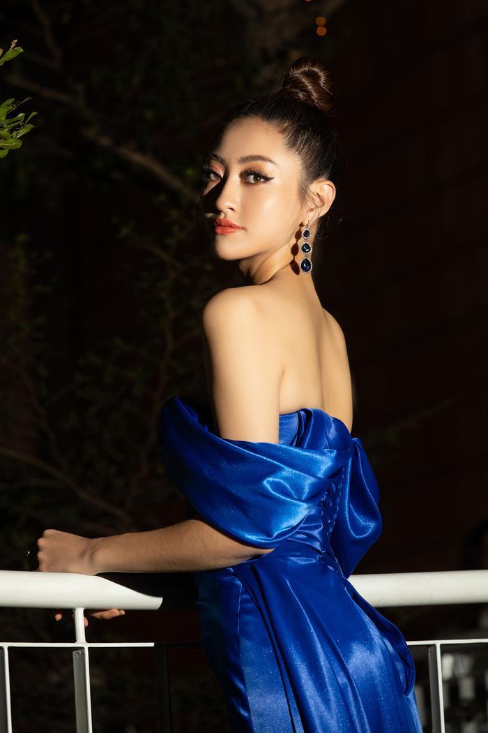 """Nhìn lại năm 2019 của cô với rất nhiều cột mốc thành công khi Linh đã mang dự án nhân ái """"Đắp đường xây ước mơ của mình"""" ra quốc tế và xuất sắc mang về thành tích Top 12 tại Miss World."""