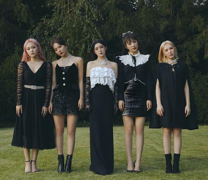 Red Velvet đã không thể biểu diễn tại chương trìnhKorean Singer Festival 2020 vì Yeri và Irene bị mắc bệnh cảm cúm