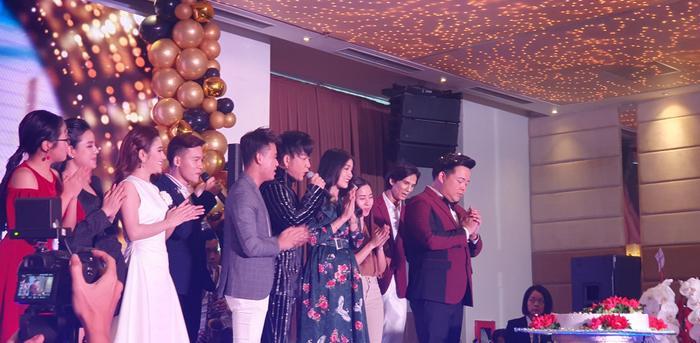 Sinh nhật nam ca sĩ Quang Lê với sự tham gia của nhiều bạn bè đồng nghiệp.