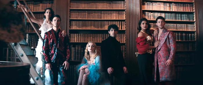 Ý tưởng trên cũng đã được các anh em nhà Jonas sử dụng trong MV Sucker – ca khúc đã thống lĩnh BXH Billboard Hot 100 sau khi ra mắt 1 tuần.