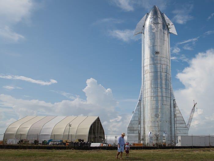 Mẫu dựng tài Starship Mk1.