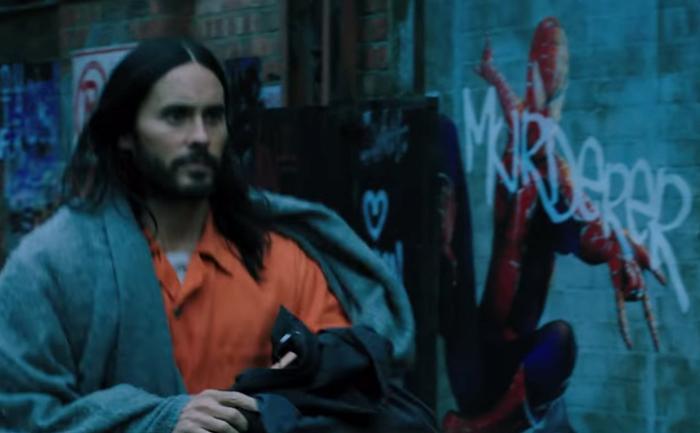 """Hình graffiti Người Nhện với dòng chữ """"sát nhân"""" trong trailer của Morbius."""