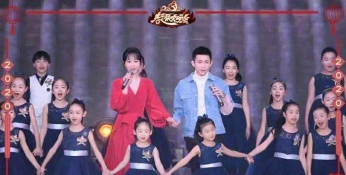 Nắm tay Dương Tử trên sân khấu, Trương Nhất Sơn bị ném đá không xứng đứng cùng cô bạn thân ảnh 9