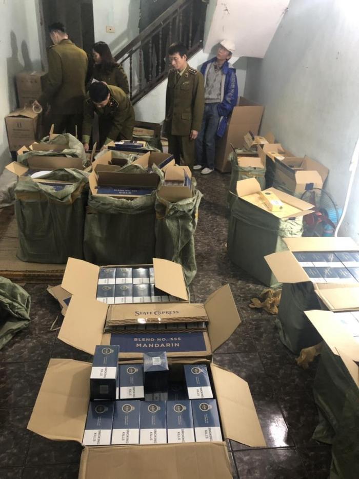 Kho thuốc lá lậu bị phát hiện trong căn nhà thuê. Ảnh: báo VTC News