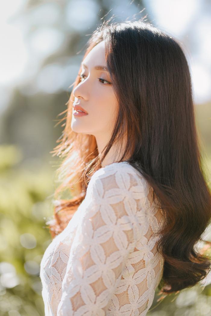 Hương Giang khoe vẻ đẹp tinh khôi đầu năm mới: Fan rộn ràng Sắp có MV ADODDA4 rồi ảnh 4