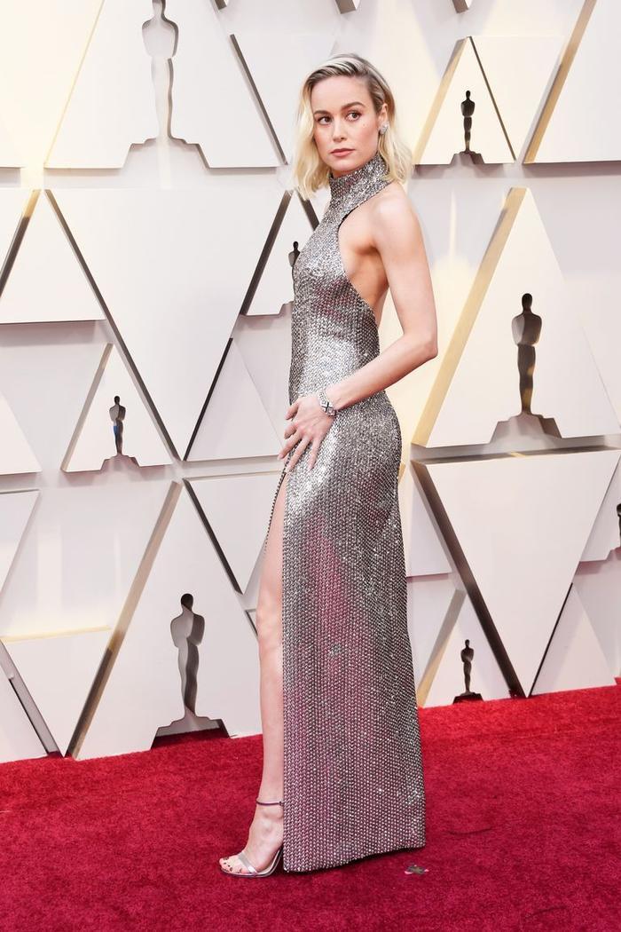 Trong lúc chờ thảm đỏ sáng đèn, cùng điểm lại 27 chiếc váy gợi cảm nhất lịch sử Oscar ảnh 26