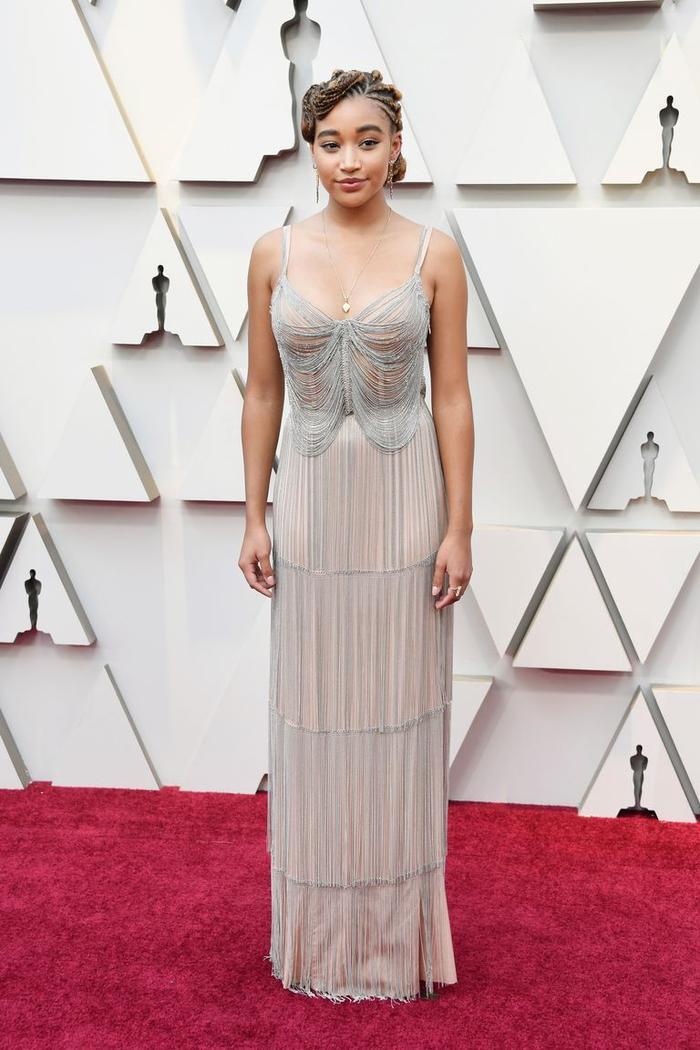 Trong lúc chờ thảm đỏ sáng đèn, cùng điểm lại 27 chiếc váy gợi cảm nhất lịch sử Oscar ảnh 27