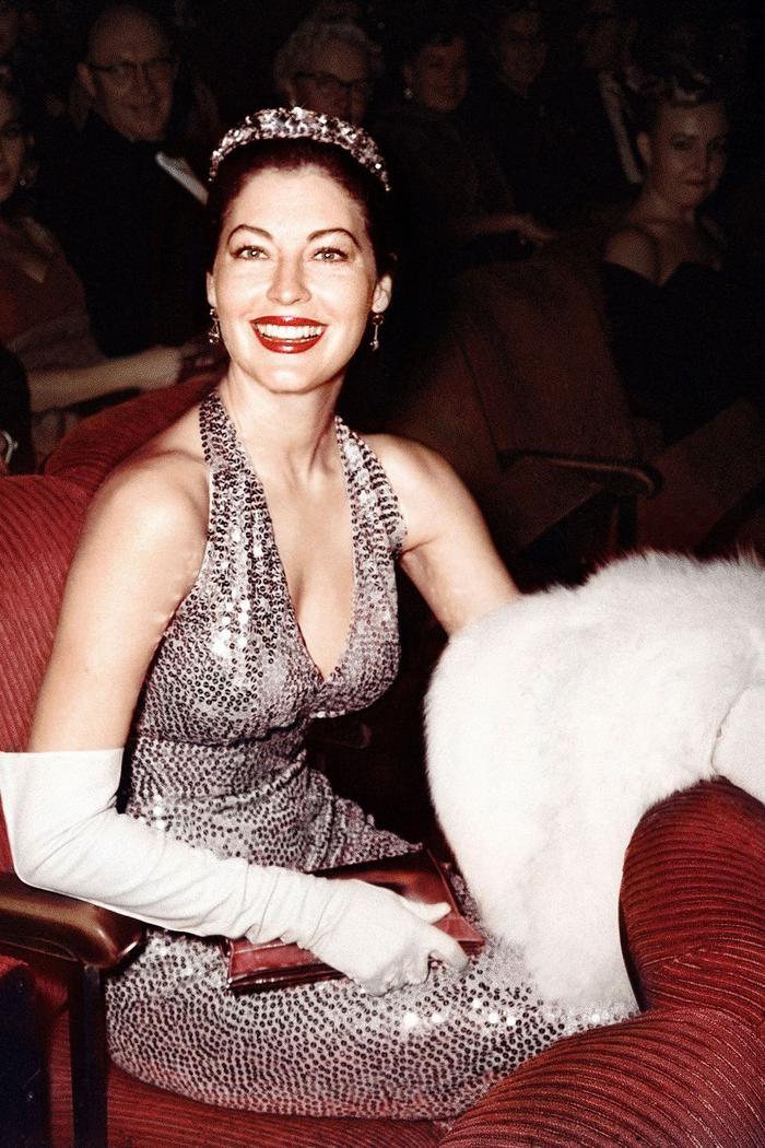 Trong lúc chờ thảm đỏ sáng đèn, cùng điểm lại 27 chiếc váy gợi cảm nhất lịch sử Oscar ảnh 2