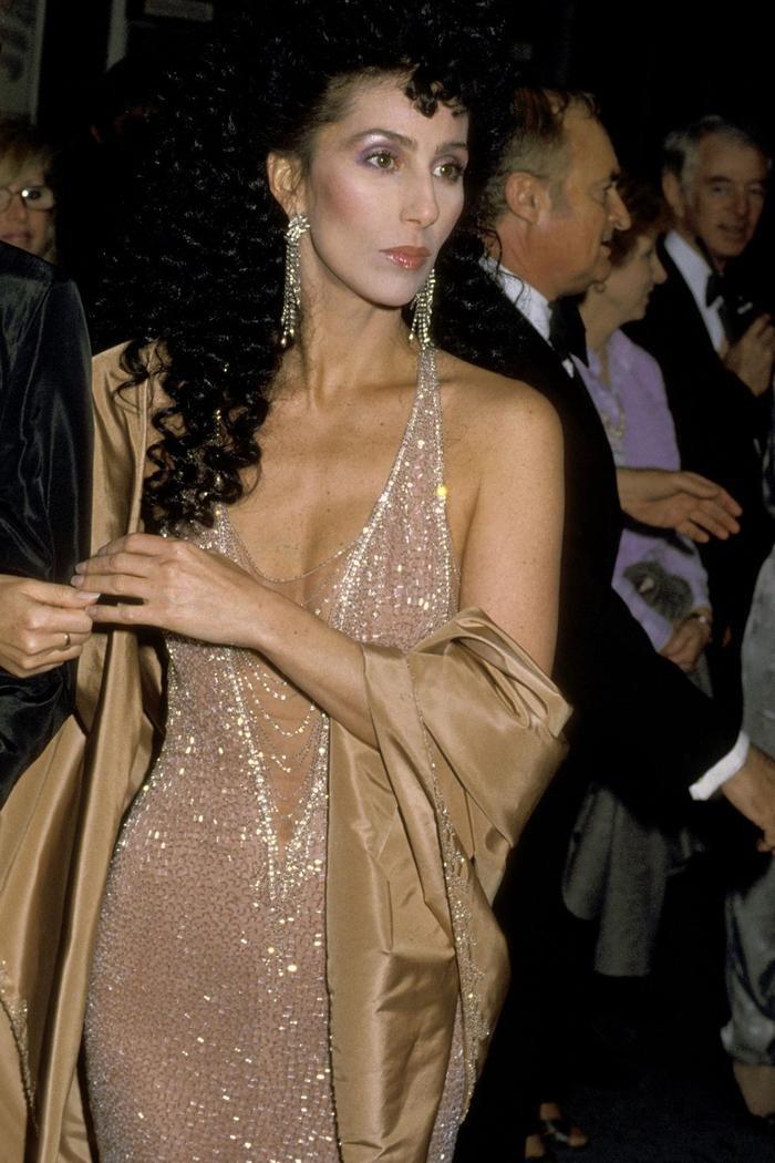 Trong lúc chờ thảm đỏ sáng đèn, cùng điểm lại 27 chiếc váy gợi cảm nhất lịch sử Oscar ảnh 6