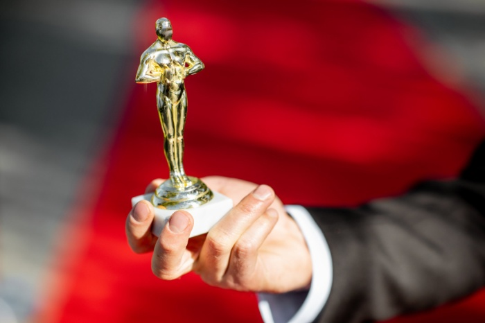 Trong lúc chờ thảm đỏ sáng đèn, cùng điểm lại 27 chiếc váy gợi cảm nhất lịch sử Oscar ảnh 0