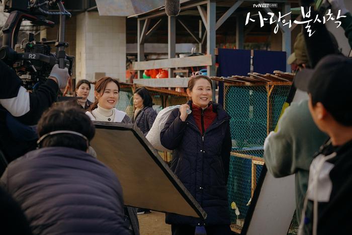 Phim Hạ cánh nơi anh của Huyn Bin vàSon Ye Jin tiếp tục bị hoãn chiếu  Nhà sản xuất phát hành OST mới nhất ảnh 5