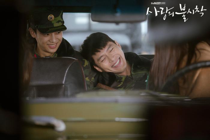 Phim Hạ cánh nơi anh của Huyn Bin vàSon Ye Jin tiếp tục bị hoãn chiếu  Nhà sản xuất phát hành OST mới nhất ảnh 2