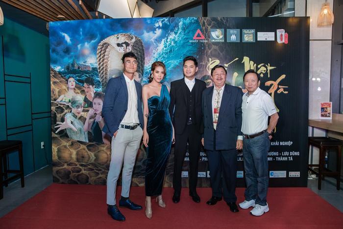 Bí mật đảo Linh Xà: Dàn diễn viên Việt Nam và quốc tế cùng đọ sắc thêm thảm đỏ ảnh 6