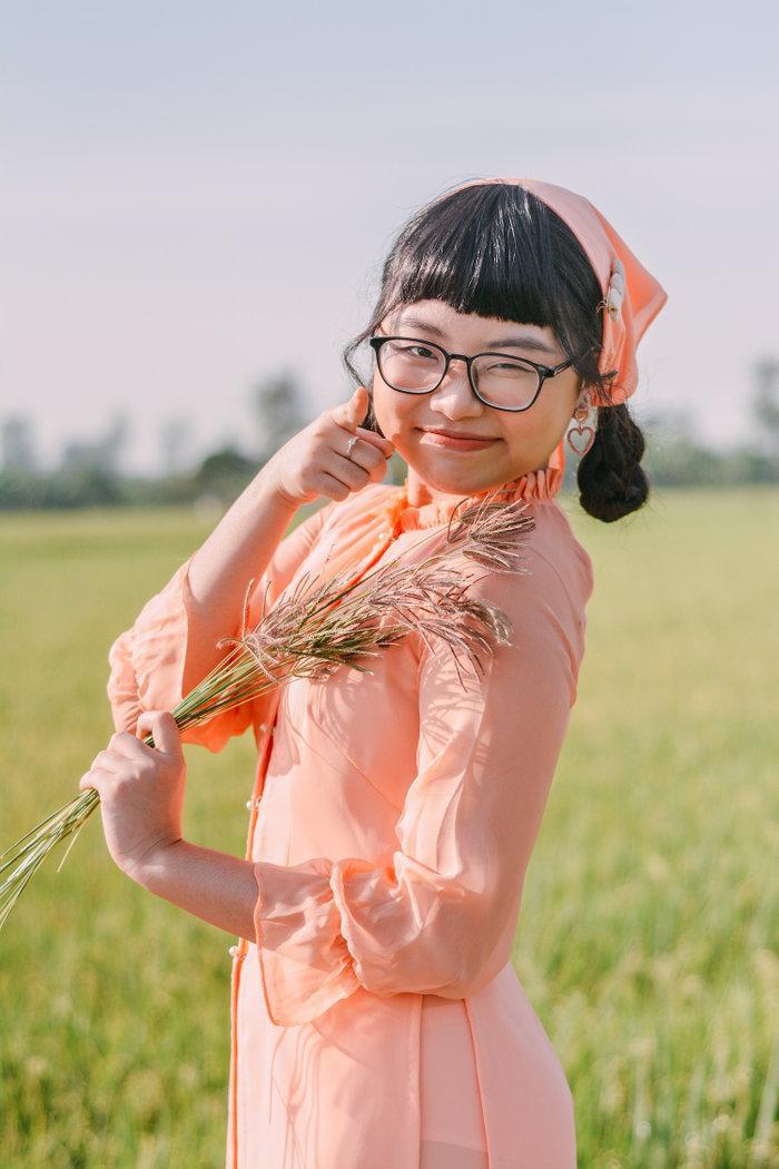 Phương Mỹ Chi mới đây đã cho ra mắt phiên bản dance của Đường về quê.