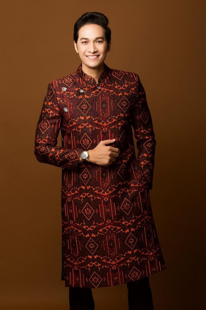 Gợi ý chọn áo dài đón Tết cho các quý ông sang trọng mà vẫn tinh giản