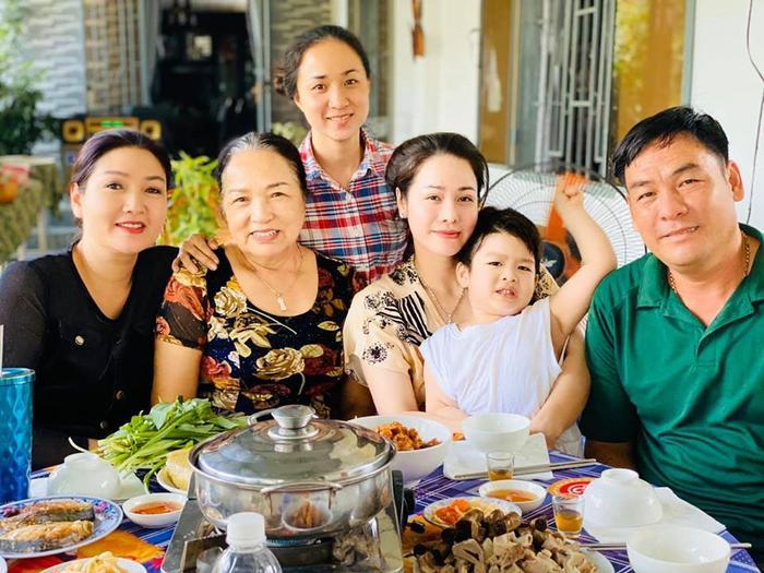 Thời gian qua Nhật Kim Anh và con trai đón tết sớm bên nhà ngoại