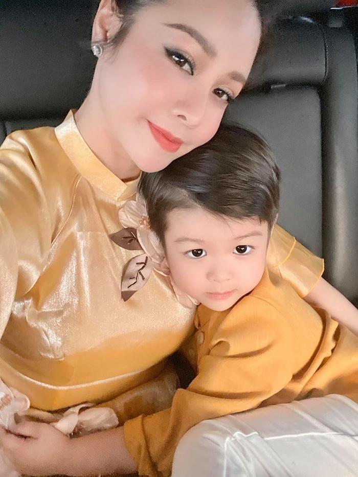 Nhật Kim Anh và con trai khóc hết nước mắt khi phải chia xa nhau