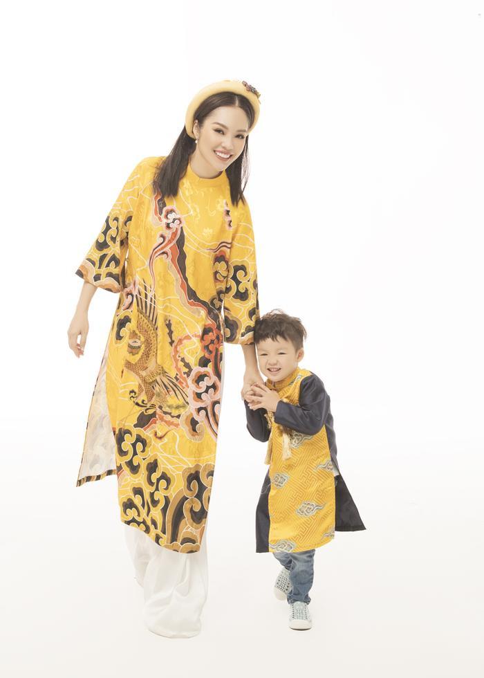 Mẹ con Dương Cẩm Lynh diện áo dài cực xinh trước thềm xuân Canh Tý 2020 ảnh 0
