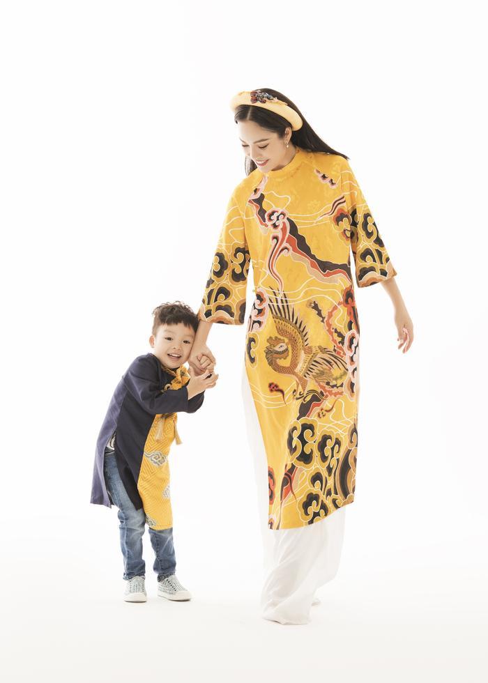 Mẹ con Dương Cẩm Lynh diện áo dài cực xinh trước thềm xuân Canh Tý 2020 ảnh 1