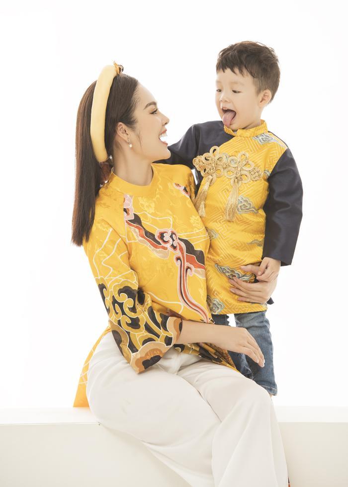 Mẹ con Dương Cẩm Lynh diện áo dài cực xinh trước thềm xuân Canh Tý 2020 ảnh 2