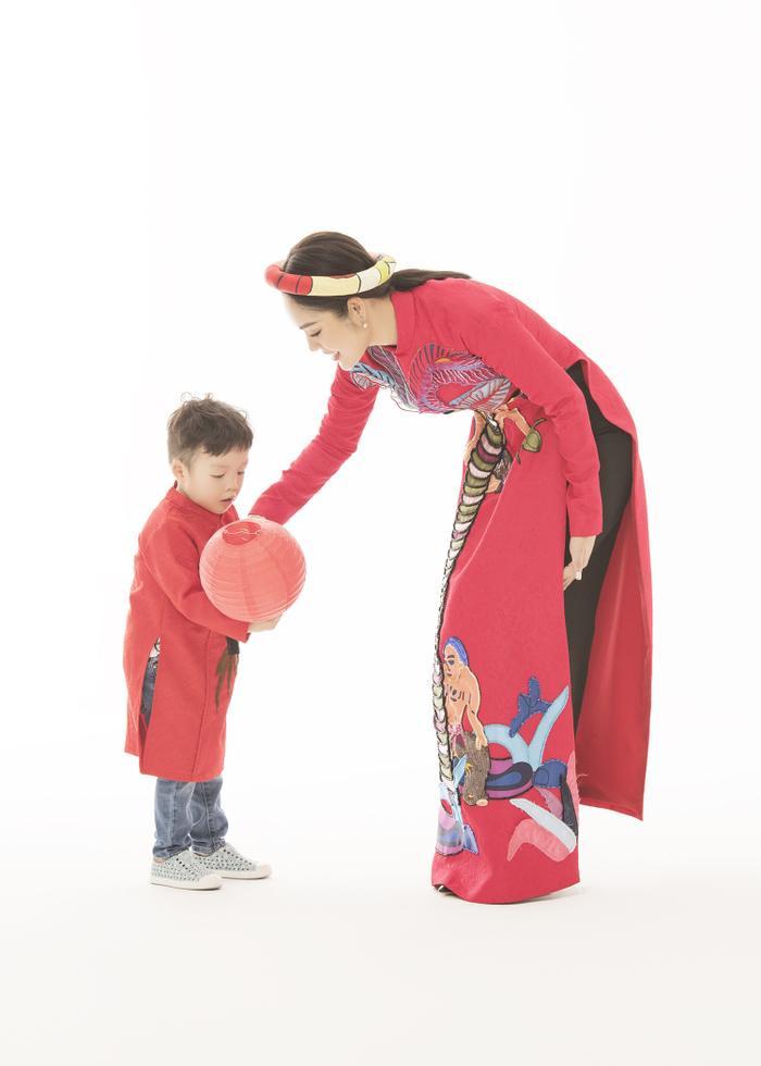 Mẹ con Dương Cẩm Lynh diện áo dài cực xinh trước thềm xuân Canh Tý 2020 ảnh 5