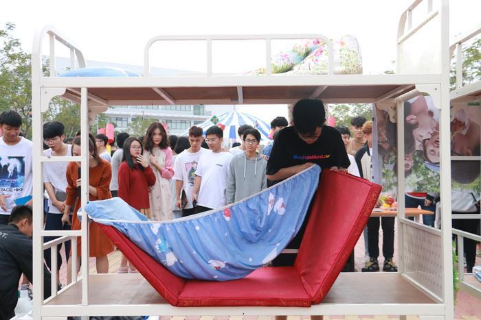 Học sinh 'trường người ta' đón Tết: Dọn nhà, gói bánh, nấu cỗ ngay tại sân trường ảnh 1