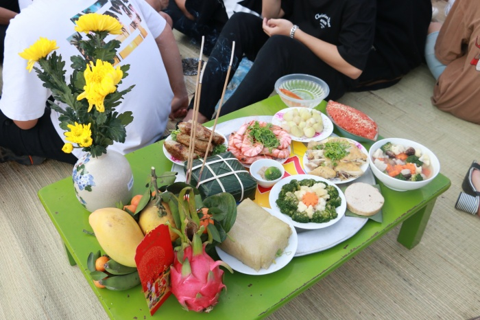 Học sinh 'trường người ta' đón Tết: Dọn nhà, gói bánh, nấu cỗ ngay tại sân trường ảnh 5
